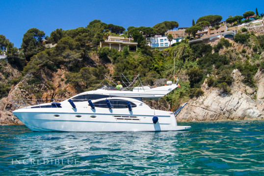 Yacht rent Azimut 46 in Blanes, Girona