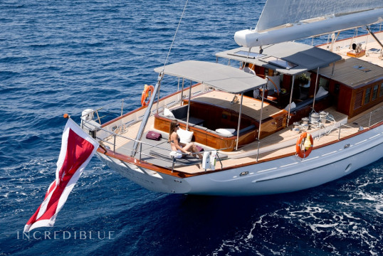 Sailing boat rent Holland Jachtbouw 106' in Nassau, Bahamas