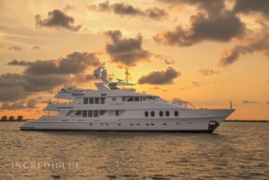 Ενοικίαση mega yacht Christensen Shipyards 44.2 μέσα Newport, Rhode Island