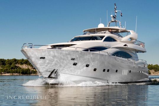 Noleggiare yacht Sunseeker International Sunseeker Yacht 105 a ACI Marina Split, Spalato e Hvar