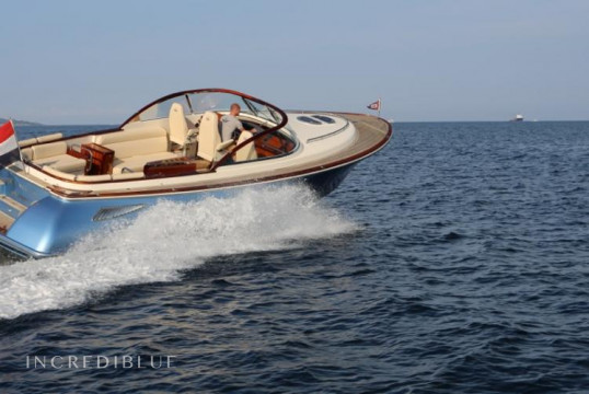Motorboat rent Wajer Osprey 38 in Grimaud, Var